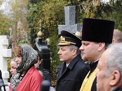 На кладбище Сент-Женевьев-де-Буа освящен крест-памятник русскому генералу