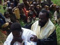 В Руанде 126 человек приняли святое крещение