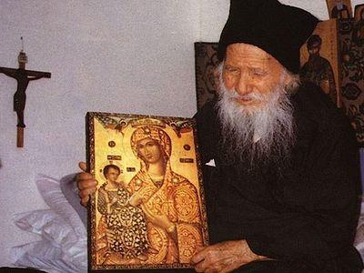 В месяцеслов Русской Православной Церкви включено имя прп. Порфирия Кавсокаливита