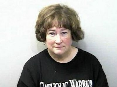 Флорида: Католичка арестована за то, что повредила инсталляцию «храма сатаны»