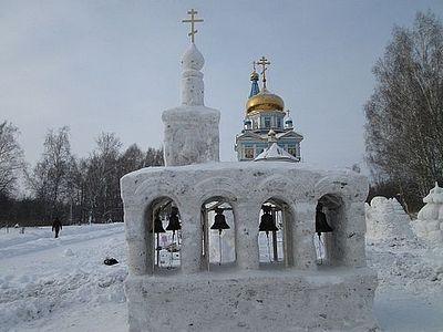 Под Новосибирском проходит V Рождественский фестиваль снежной скульптуры