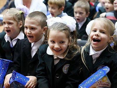 Святогорская Лавра: архиепископ Арсений поздравил 1000 учеников местных школ