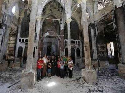 В оскверненном и сожженном египетском храме продолжается литургическая жизнь