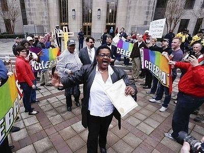 США: 37-й штат легализовал однополые «браки», но судьи отказались их регистрировать