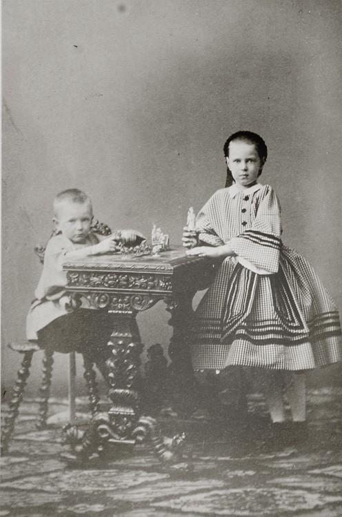 Великий князь Сергий Александрович со своей сестрой Марией. 1861 г.