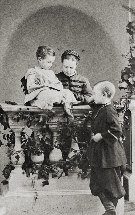 Великая княгиня Мария Александровна, Великий князь Сергий Александрович и Великий князь Павел Александрович. 1863 г.