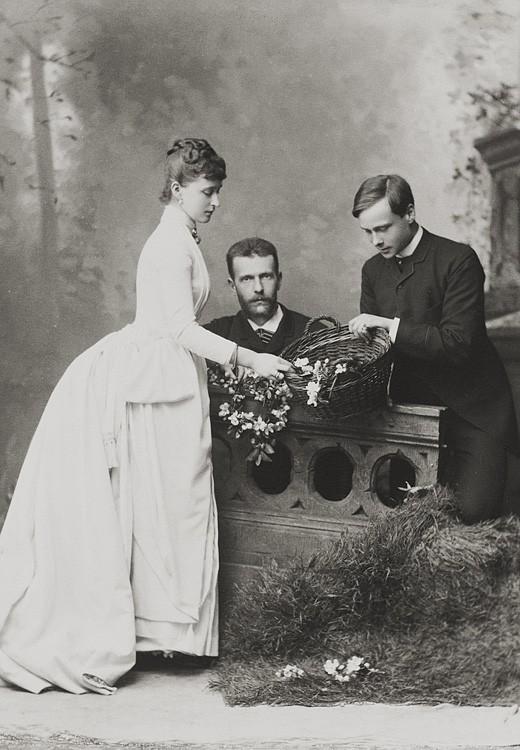 Великий князь Сергий Александрович, Великая княгиня Елизавета Феодоровна и Эрнст Людвиг, наследный Великий герцог Эссенский. Дармштадт. 1885 г.