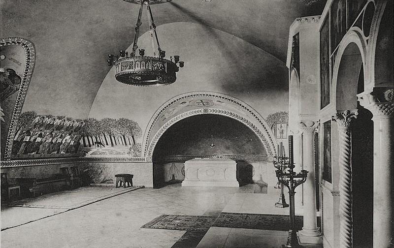 Надгробие Великого князя Сергия Александровича в Чудовом монастыре. Северная стена усыпальницы