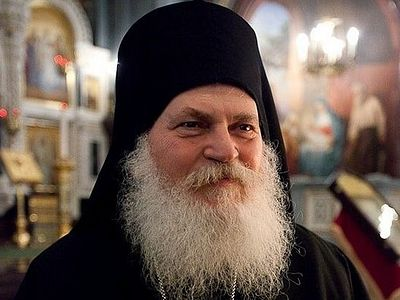 Elder Ephraim of Vatopedi is asking the Ukrainian people to remain faithful to the canonical Church
