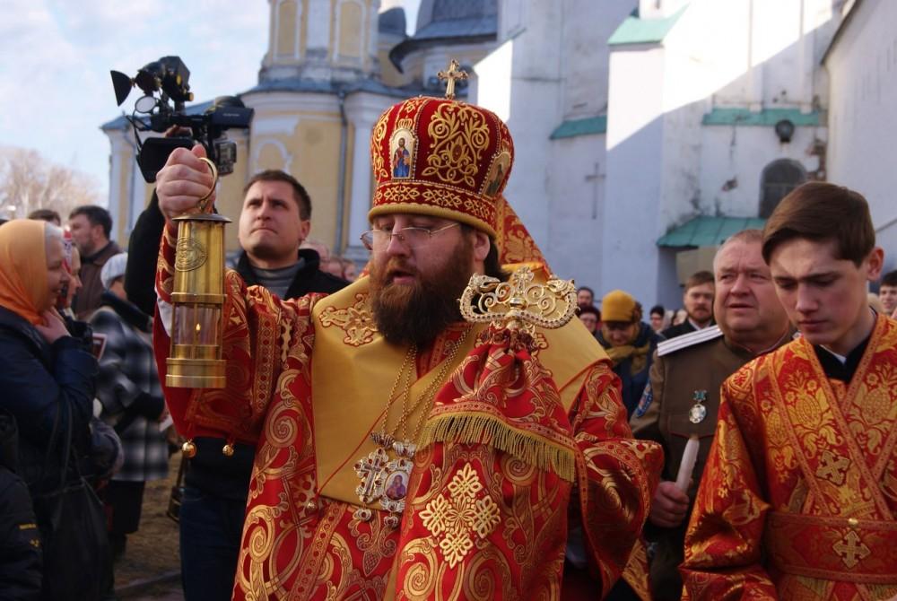 Встреча Благодатного огня Митрополитом Вологодским-Кирилловским Игнатием