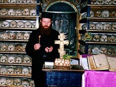 В русском святогорском монастыре почтили почивших воинов Отечественной войны