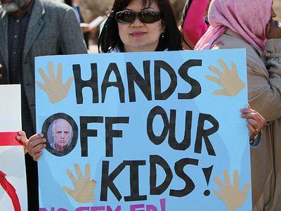 Родители Торонто: «Нет новой программе секспросвета!»