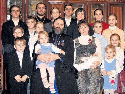 Прот. Иоанн Осяк: «У нас 18 детей: 8 мальчиков и 10 девочек»