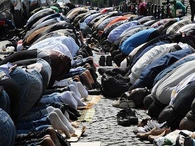 Пустующие католические храмы Франции предлагают отдать мусульманам