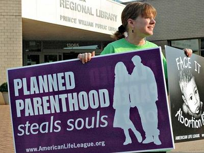 New US House and Senate Bills Aim to Temporarily Defund Planned Parenthood After Scandal