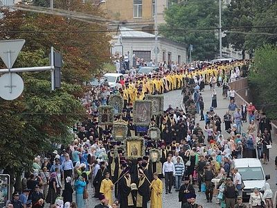Cross procession of over 20,000 participants walked through Kiev
