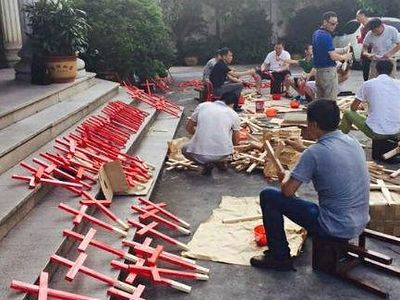 Chinese Catholics and Protestants Unite in 'Carry Crosses Everywhere' Campaign to Protest Massive Government Crackdown on Churches