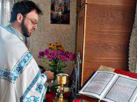 Раскольники продолжают терроризировать семью священника из Угринова