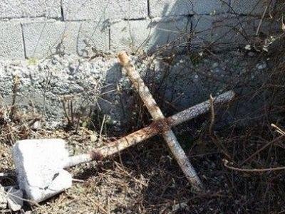 Представители албанских властей пытаются уничтожить православный храм