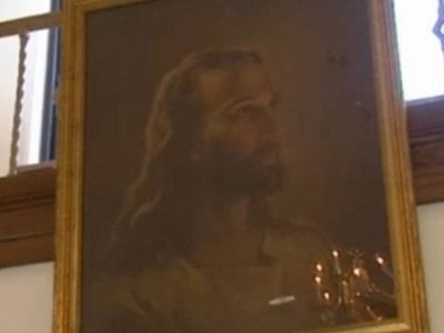 Christian Outraged as Decades Old Jesus Portrait Is Forcefully Removed From Kansas School by Atheists