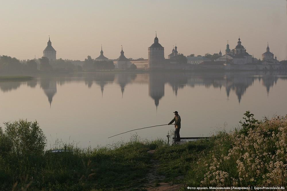 Утро. Вид на Кирилло-Белозерский монастырь