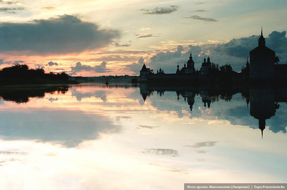 Белые ночи. Вид на Кирилло-Белозерский монастырь