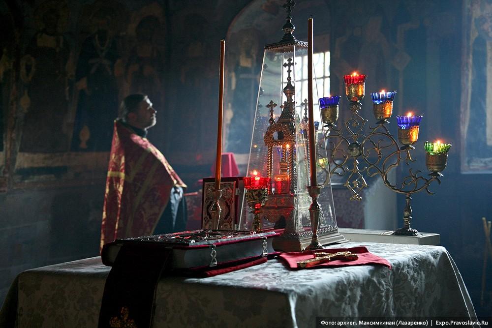 В алтаре храма Иоанна Предтечи