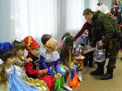 Москва: в Новоспасском монастыре собирают рождественские подарки детям Донбасса