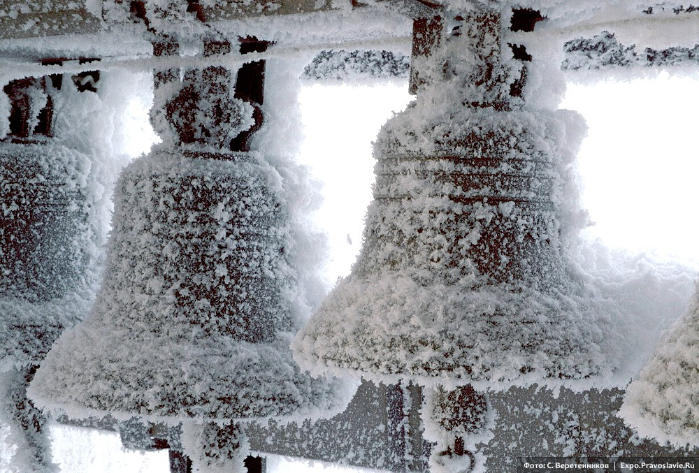 The bells ring joyfully in frosty weather