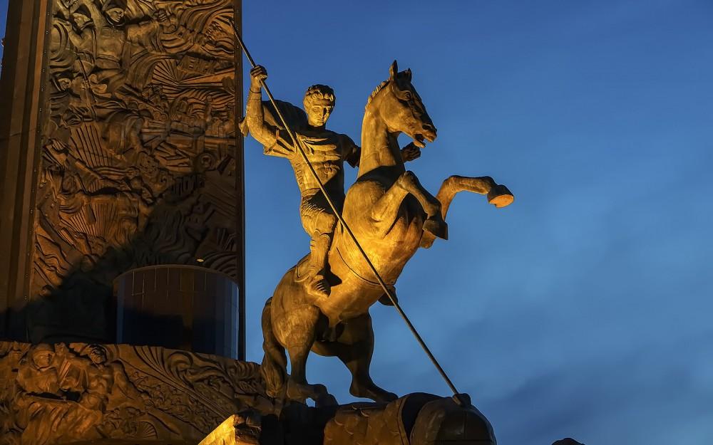 Статуя вмч. Георгия Победоносца. Москва, Поклонная гора