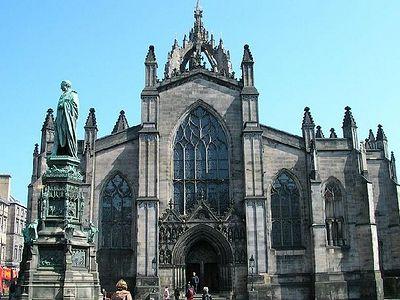 Церковь Шотландии разрешила своим священникам вступать в однополые браки