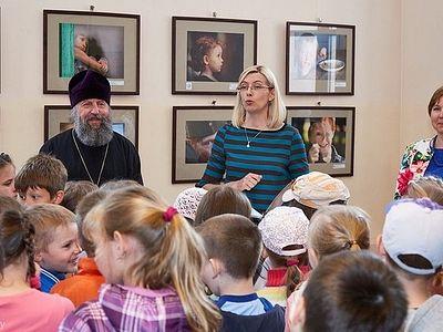 Поймать детство в объектив: в Минске проходит выставка фотографий «4383 дня детства»