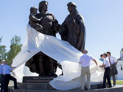 Семье святого поставили памятник