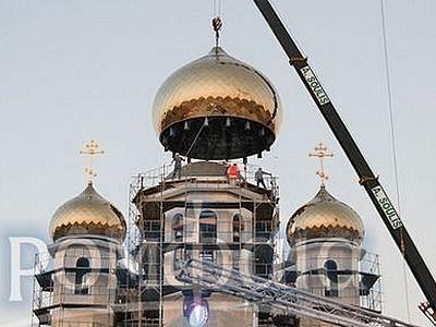 На Кипре завершена установка куполов на русский храм