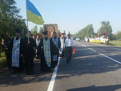 Ukrainian nationalists make a provocation during the all-Ukrainian cross procession