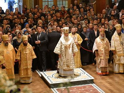 Hundreds gather in London as Russia's Patriarch Kirill consecrates Orthodox cathedral (VIDEO)
