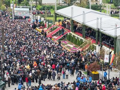 15,000 believers present at Divine Liturgy on the Feast of Saint Paraskeva of Iași