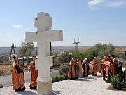 На въезде в Керчь установлен первый поклонный крест