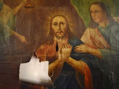 Earthquake-damaged icon to be repaired