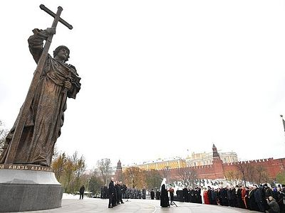 Monument to Prince Vladimir opened on Day of People's Unity in Moscow