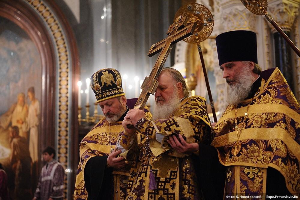 Чин выноса Креста Господня в канун Крестопоклонной недели Великого поста