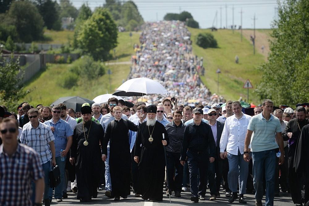 Крестный ход из Покровского Хотькова монастыря в Сергиев Посад
