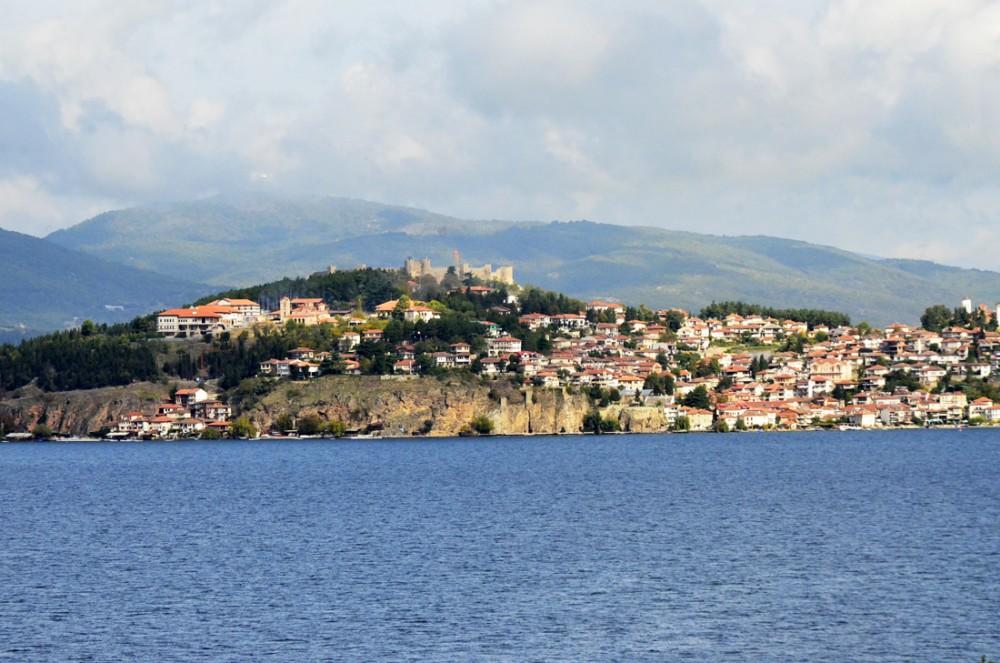 Вид на Охрид с Охридского озера