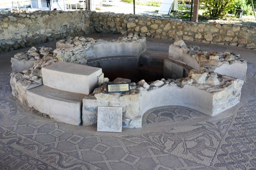 Древний баптистерий