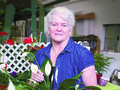 Gay man sues his florist friend, court forces her to participate in gay weddings