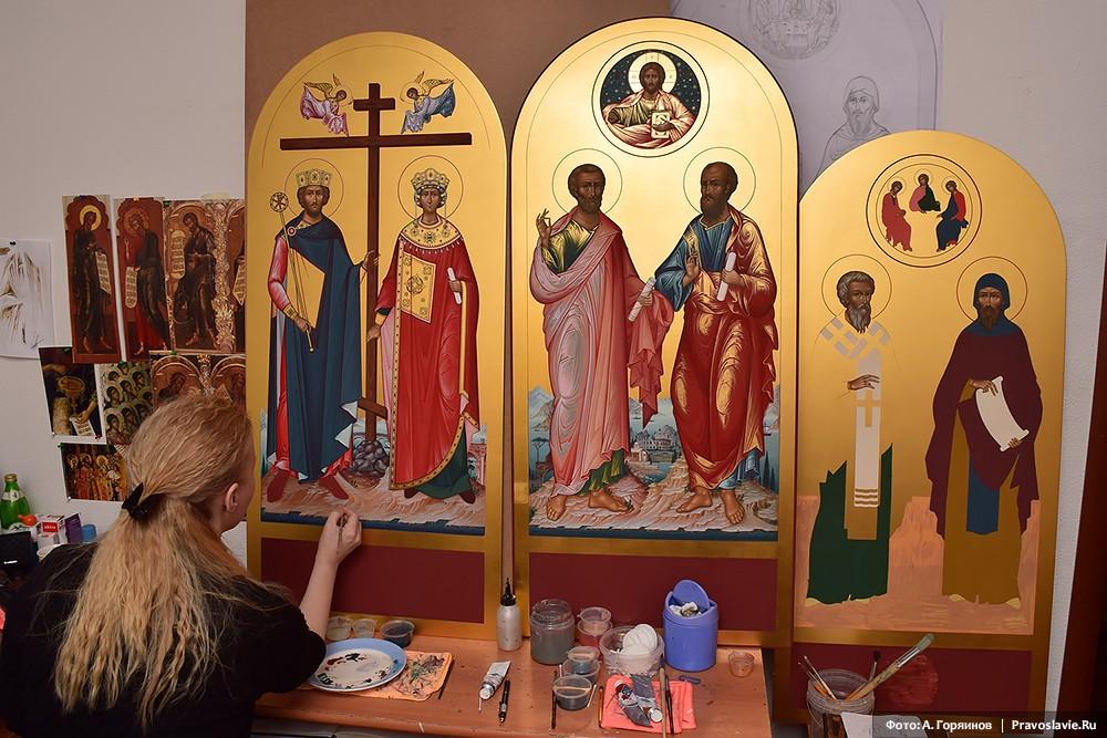 Иконы равноапостольных Константина и Елены, апостолов Петра и Павла, равноапостольных Мефодия и Кирилла