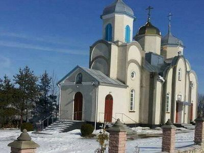 Canonical believers in Ternopil spend night in church to prevent seizure by schismatics