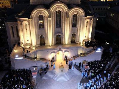 Литургия у нового храма Сретенского монастыря