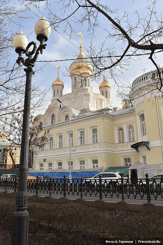 Храм в честь Воскресения Христова и Новомучеников и Исповедников Церкви Русской. Вид с Рождественского бульвара