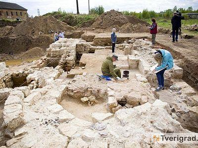В Твери на территории бывшей воинской части археологи обнаружили древний храм